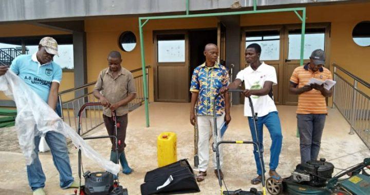 Des machines pour entretenir la pelouse du stade Kabila